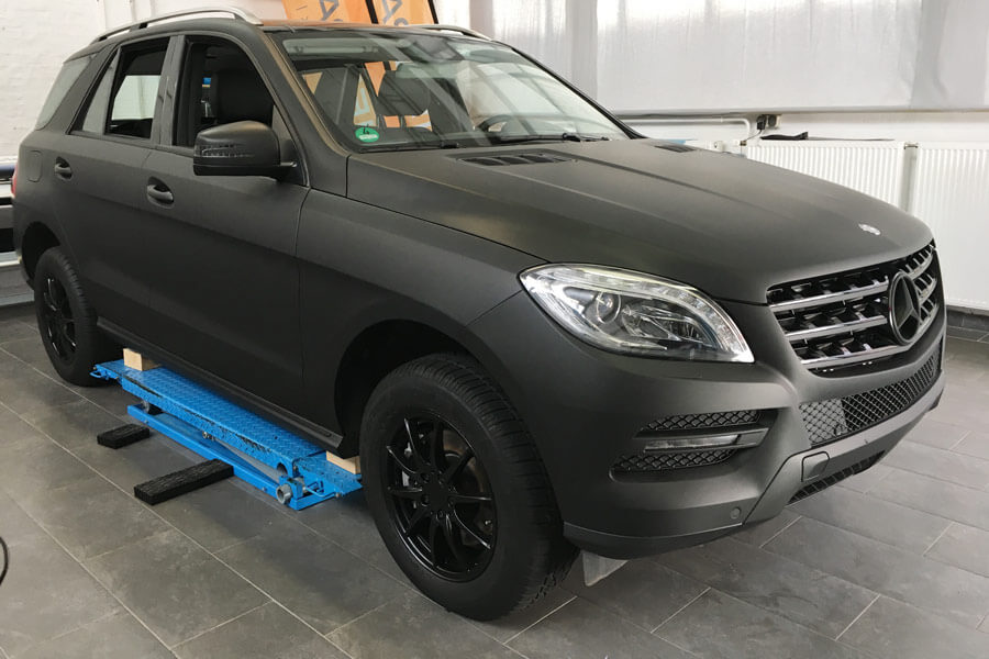 Mercedes-MI-Autofolierung-Matt-Schwarz
