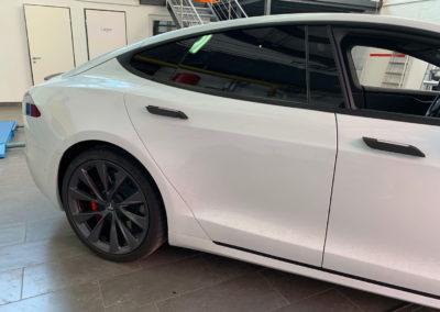 Tesla-Model-S-Weiss-3