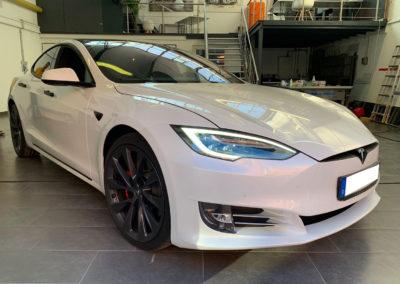 Tesla-Model-S-Weiss